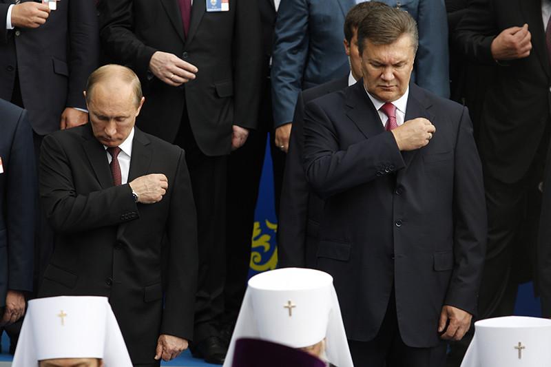 Владимир Путин и Виктор Янукович на праздничном молебне, посвященном 1025-летию крещения Руси