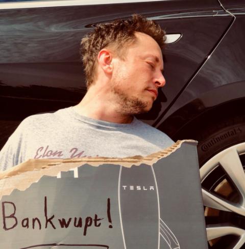 Tesla начала продавать фирменную текилу по $250 за бутылку
