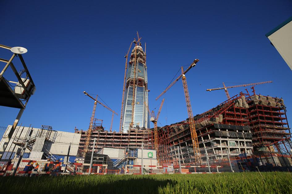 Вид на строящийся «Лахта центр» в Приморском районе