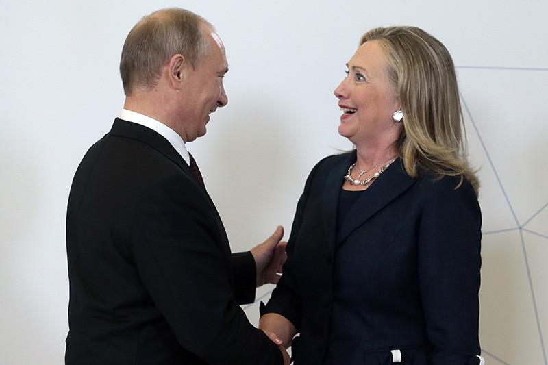Она позиционирует себя как политика, который способен дать отпор притязаниям Москвы (слева — президент России Владимир Путин)