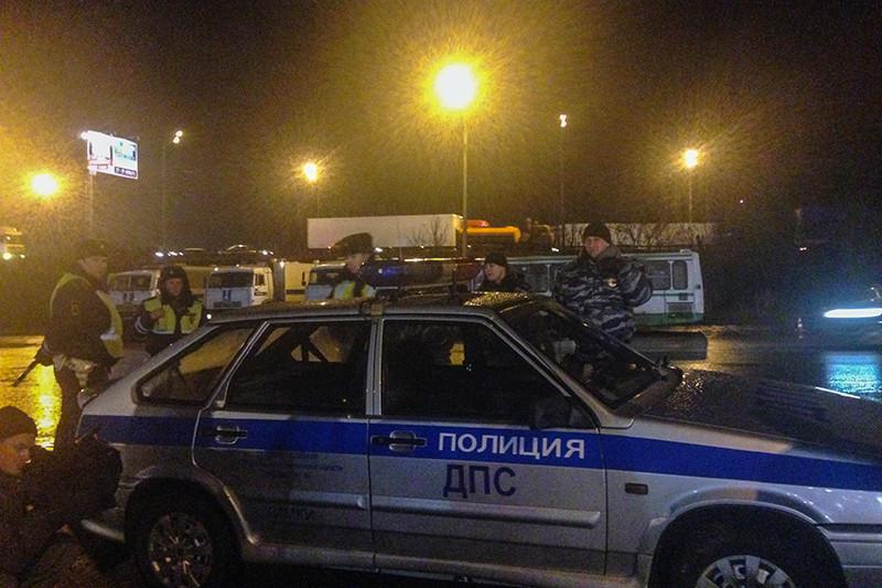 Сотрудники ГИБДД около ТЦ «Мега» в Химках