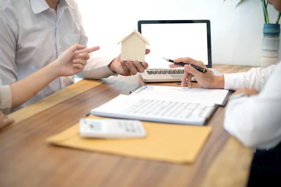 Можно оформить договор совместной аренды или отдельный на каждого жильца