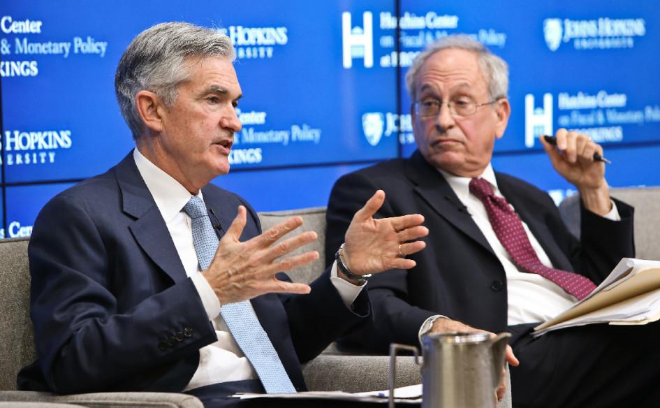 Глава Федеральной резервной системы США Джером Пауэлл (слева) и старший научный сотрудник экономического блока Брукингского института Дональд Кон