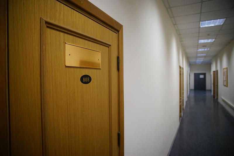 У офиса, указанного в качестве места регистрации Центра профессиональной оценки, нет вывески
