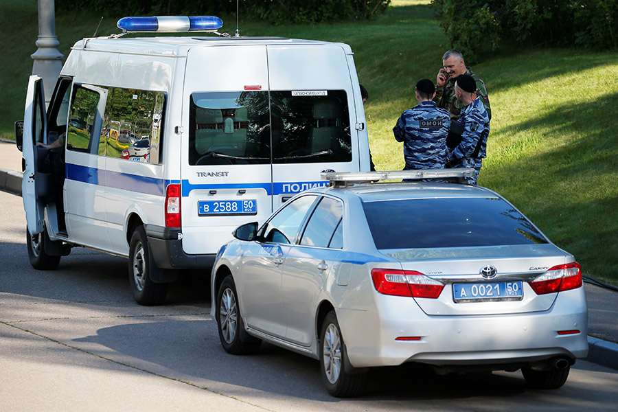 Полицейские у Мособлсуда. 1 августа 2017 года