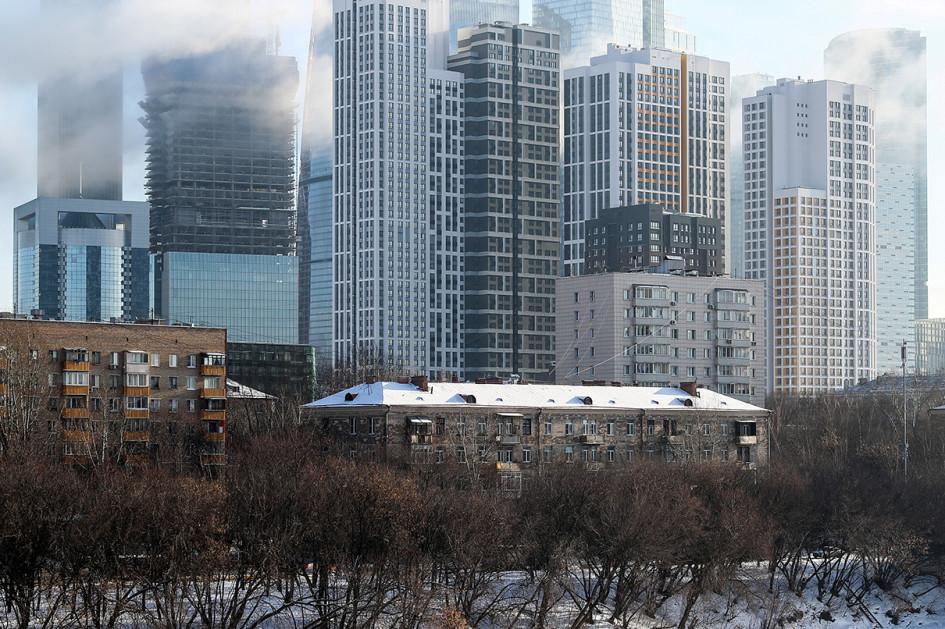 Вид на жилые дома строящегося комплекса Headliner в Пресненском районе и ММДЦ «Москва-Сити» (на дальнем плане)