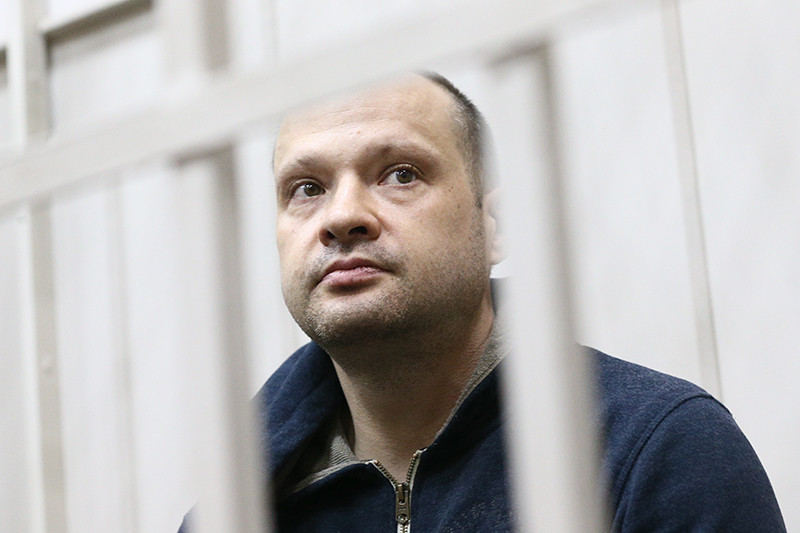 Заместитель главы Республики Коми Алексей Чернов перед ознакомлением с делом об организации преступного сообщества и мошенничестве, в Басманном суде