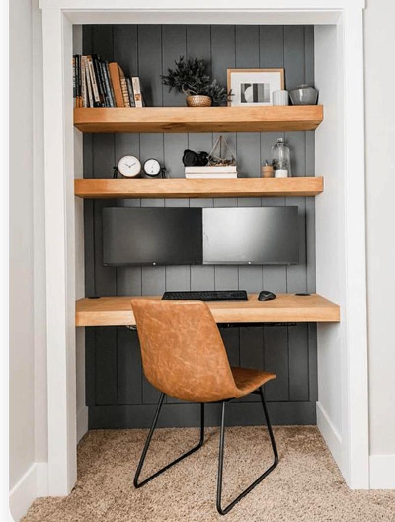 Стол внутри шкафа