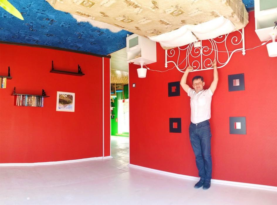 В Абрау-Дюрсо перевернутый дом построен на территории культурно-туристического комплекса Россия