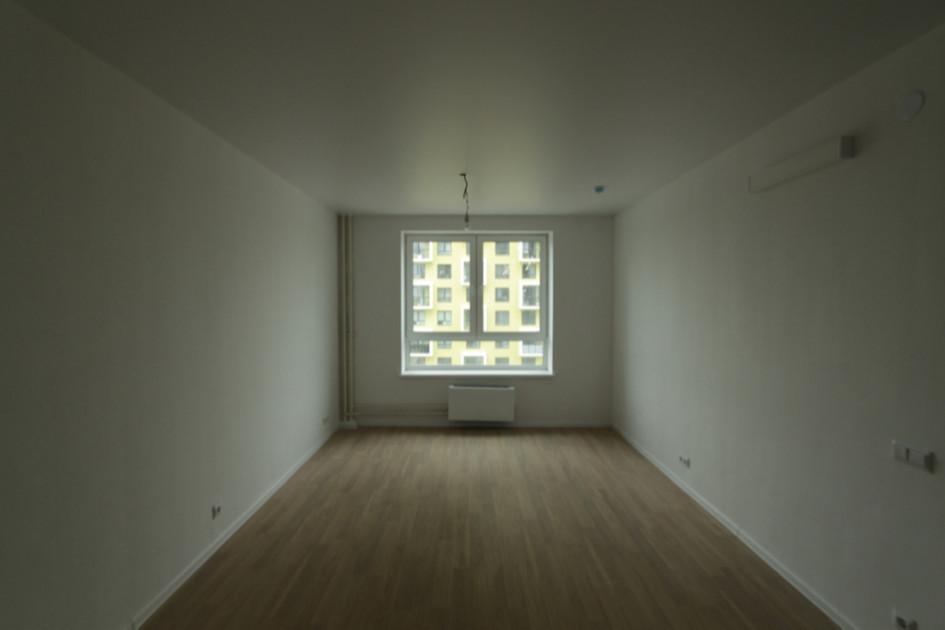 Если речь о ремонте в стандартного жилья под аренду, не тратьте много времени на посещения магазинов — берите типовые серии и цвета