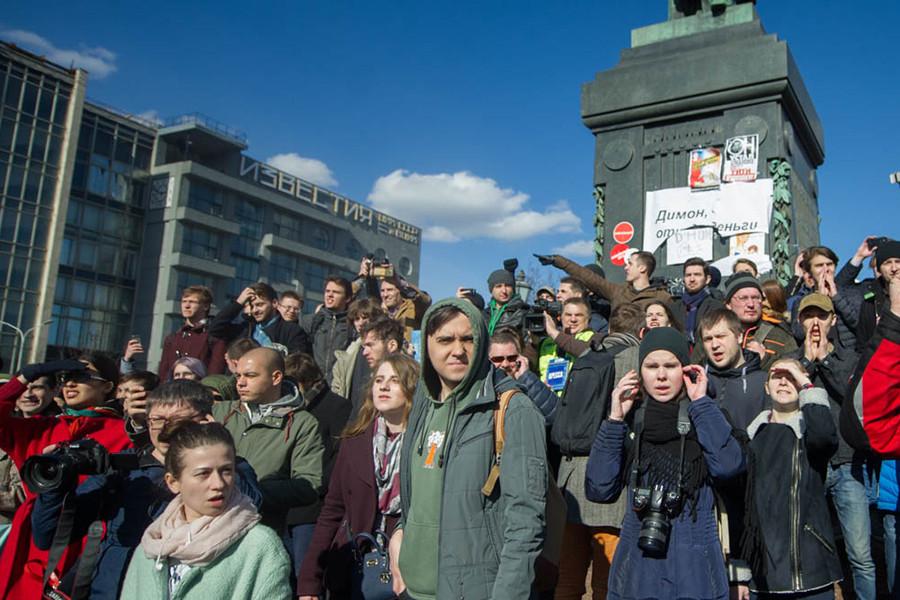 Участники митинга на Пушкинской площади 26-го марта
