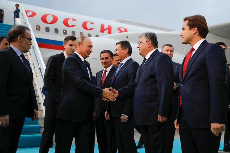 Владимир Путин во время визита в Турцию 28 сентября 2017 года