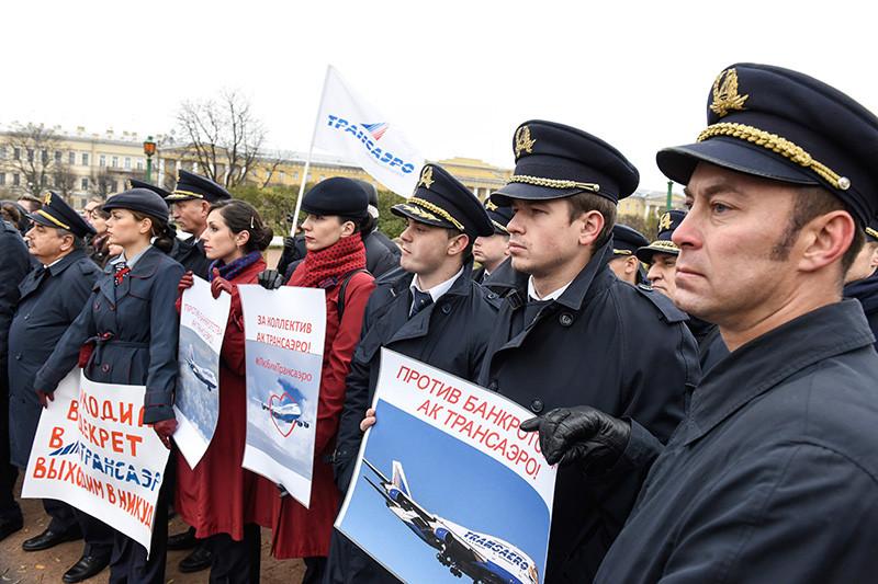 Митинг противзакрытия авиакомпании «Трансаэро» прошел вСанкт-Петербурге. 2015 год