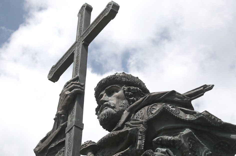 Памятник равноапостольному великому князю Владимиру на Боровицкой площади