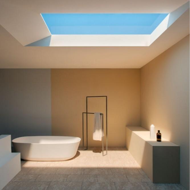 Зенитные окна используются на верхних этажах и представляют собой застекленный проем в потолке, который обеспечивает большее проникновение солнечного света