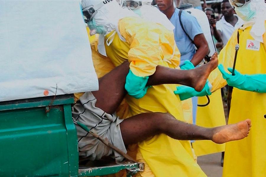 Врачи госпитализируют зараженного вирусом Эбола