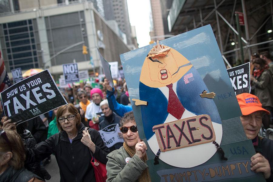 Протесты против налоговой реформы в Нью-Йорке, США. Апрель 2017 года