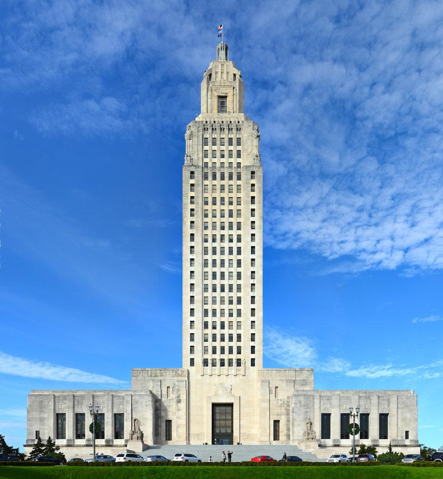Капитолий штата Луизиана, место нахождения законодательной и исполнительной власти региона, шедевр ар-деко