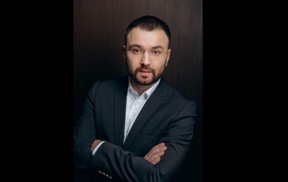 """Director of Outlet Center """"XL""""Равиль Мерхайдаров"""