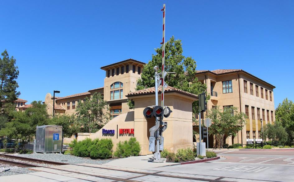 Первая штаб-квартира Netflix в Лос-Гатосе,Калифорния, США