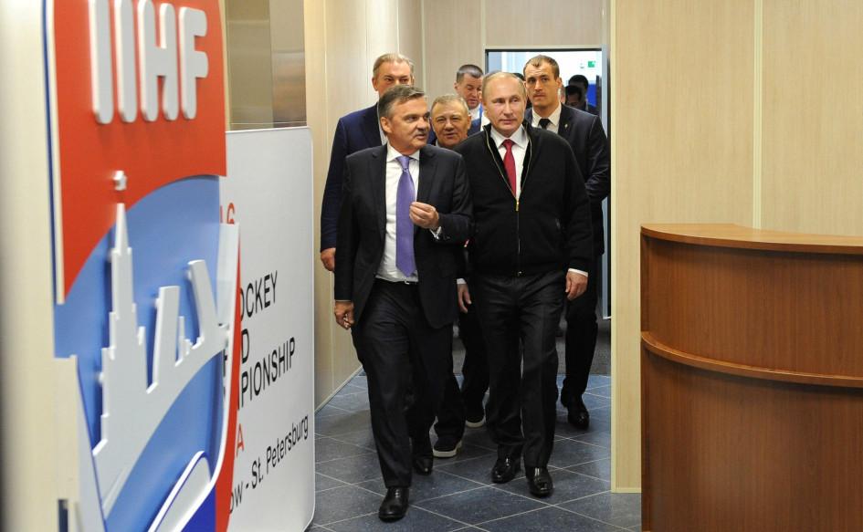 22 мая 2016. Москва. Владимир Путин и Рене Фазель во время хоккейного чемпионата мира
