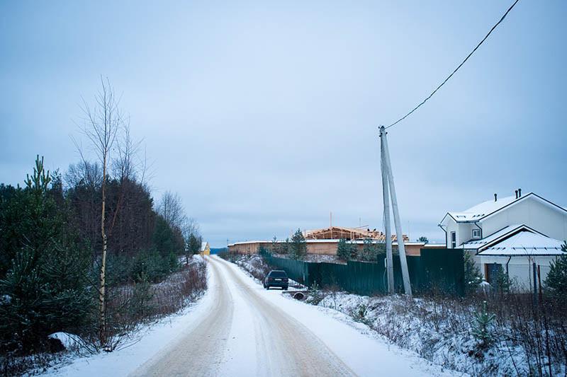 В 2015 году вЯщерово началось строительство еще одного элитного дома встиле русского терема. Владельцем земли, поданным Росреестра, является Кузнецов Николай Сергеевич, полный тезка владельца холдинга «К-групп», получающего крупные госконтракты