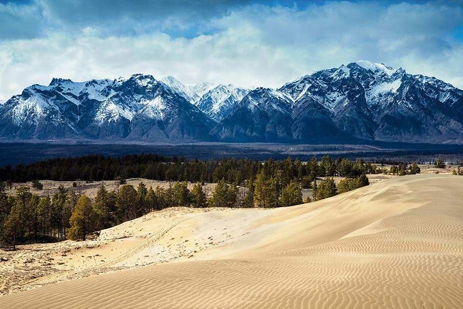 Чарские пески. Предгорье хребта Кодар
