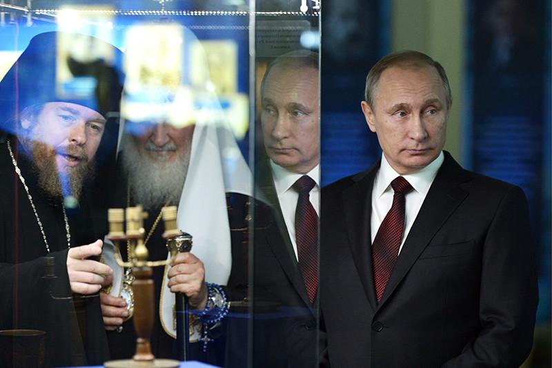 Епископ Егорьевский Тихон Шевкунов, патриарх Московский и всея Руси Кирилл и президент России Владимир Путин