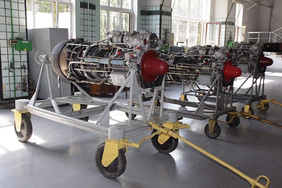 Авиационные двигатели в одном из цехов на заводе компании ОАО «Мотор Сич»