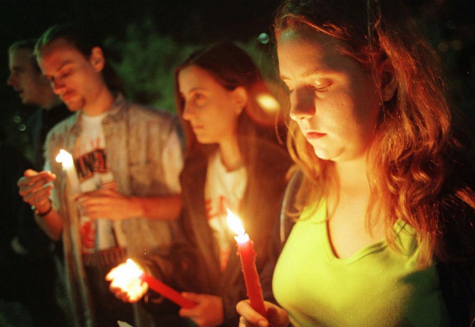 14 июня 1997 года, Детройт. Жители города возле госпиталя, в котором находились Фетисов, Константинов и Мнацаканов