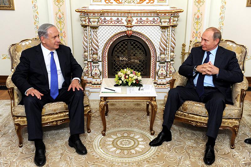 Президент России Владимир Путин ипремьер-министр Израиля Биньямин Нетаньяху (справа налево) вовремя встречи вНово-Огарево. 21 сентября 2015 года