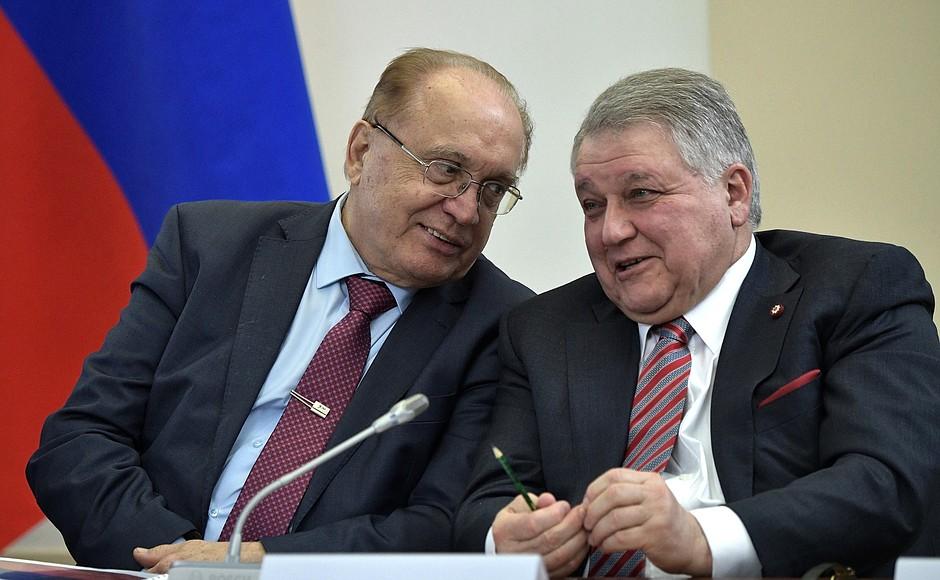 Президент «Курчатовского института», член-корреспондент РАН Михаил Ковальчук (справа)