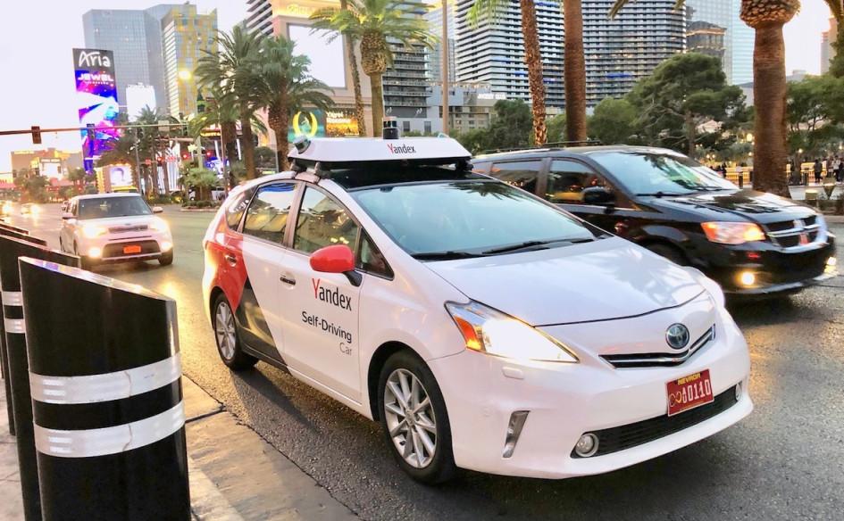 Демонстрационный заезд беспилотной машины Yandex во время выставки потребительской электроники в Лас-Вегасе, 2019 год