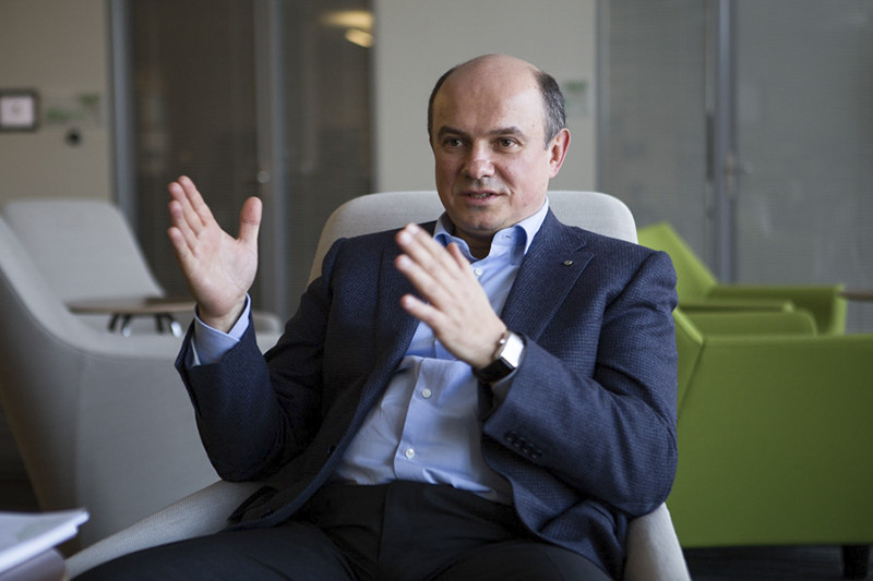 Ректор университета Сбербанка Валерий Катькало давно знаком с Германом Грефом: он возглавлял Высшую школу менеджмента, а будущий банкир входил в ее попечительский совет