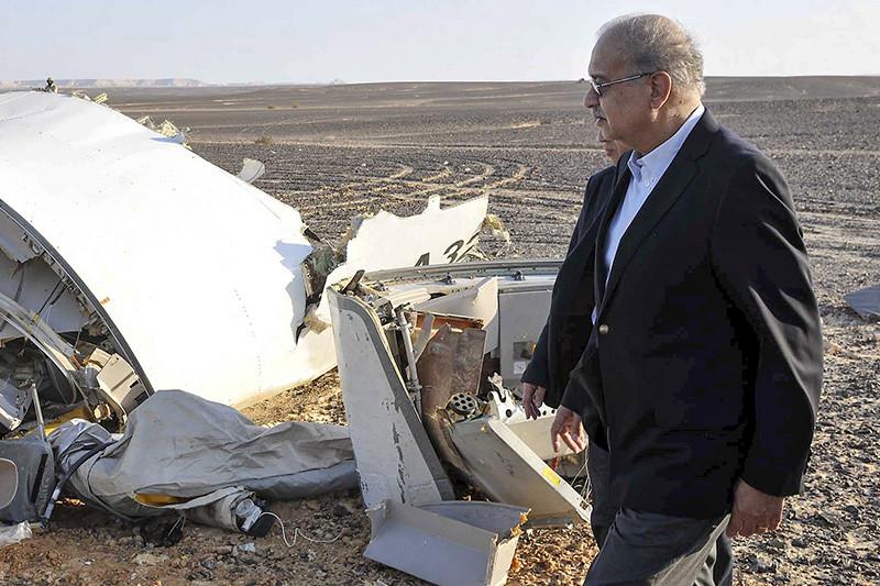 Премьер-министр Египта Шариф Исмаил на месте крушения российского A321 на полуострове Синай