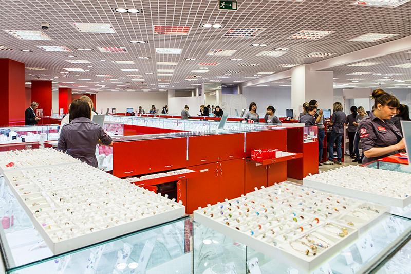 В последние годы вместо «островов»  в торговых центрах «Оникс» стал открывать большие магазины