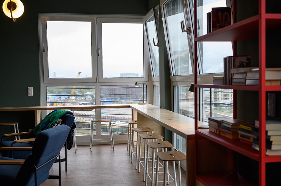 Колвинг Spaces в Берлине. Кухня— общая на этаже