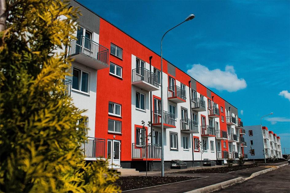 Квартал «Португалия» сочетает большие открытые пространства между домами с оригинальными архитектурными решениями. Жилье здесь представлено одно-, двух-, трехкомнатными квартирами в трехэтажных домах