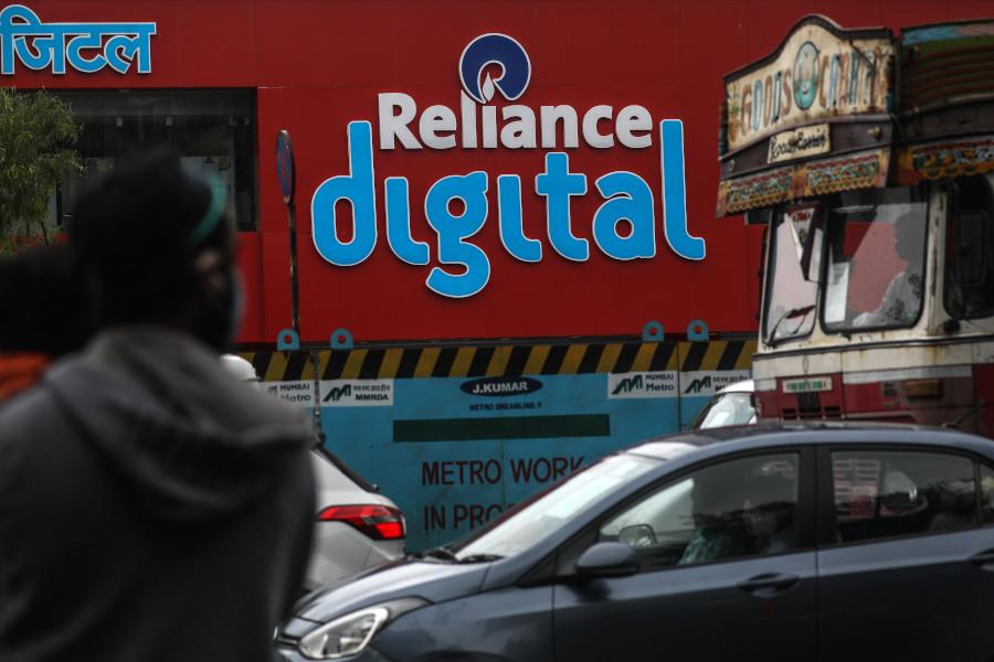 Вывеска сети магазинов бытовой электроники Reliance Digitalв Мумбаи, Индия