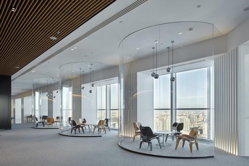 «Лучший офис от 5 до 10 тыс. кв. м»: панорамные окна офиса JTI—главное украшение интерьера