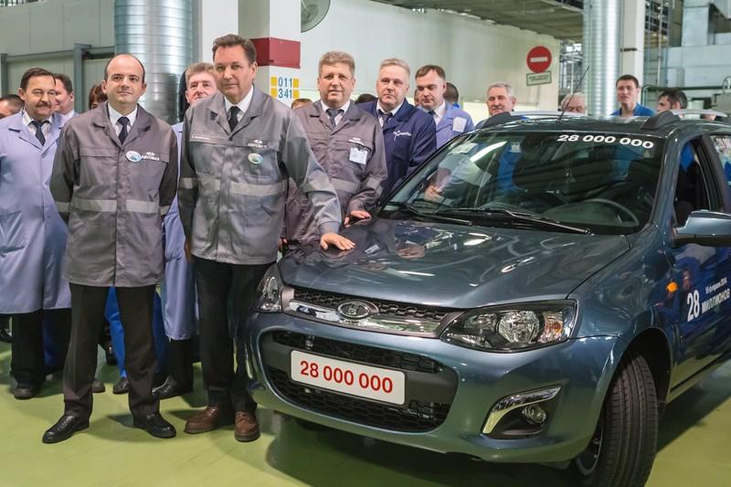 Лидером на автомобильном рынке в начале 2014 года остался бренд Lada: за первый квартал в России продано 91,6 тыс. этих автомобилей - на 15% меньше, чем за тот же период прошлого года.