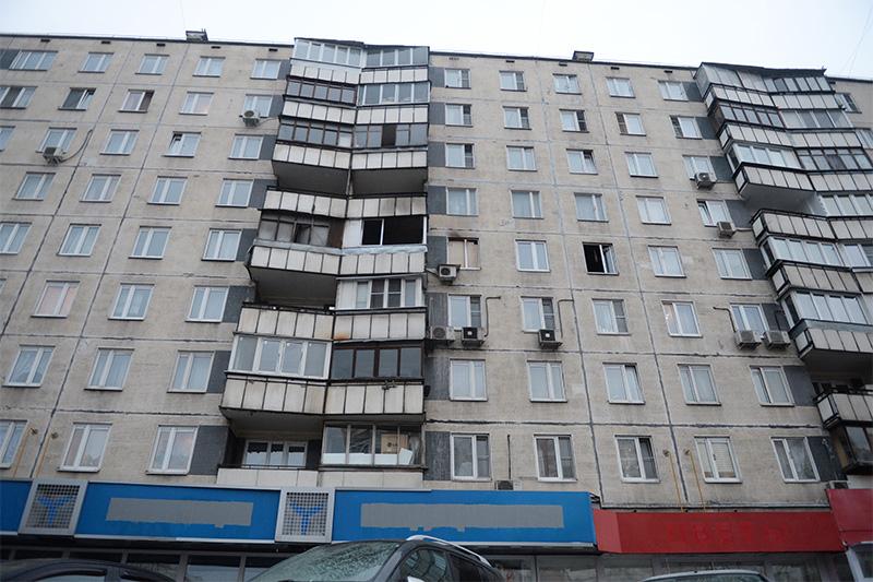 Дом на улице Народного Ополчения в Москве, в котором няня, подозреваемая в убийстве 4-летнего ребенка, совершила поджог квартиры