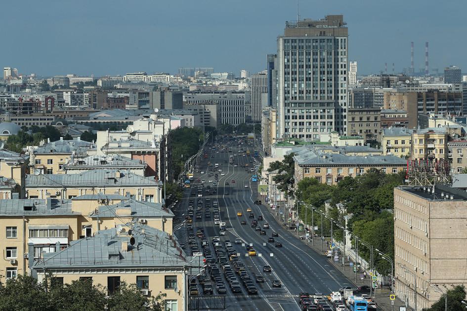 Вид на Ленинский проспект с крыши дома №30
