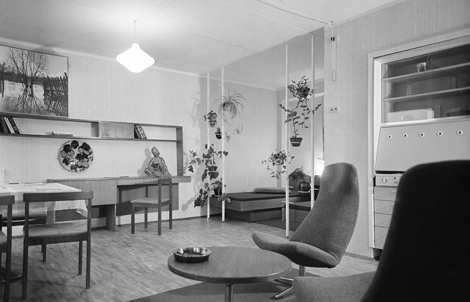 СССР, Москва, 3 октября 1968 года. Интерьер в одной из комнат эталонной двухкомнатной квартиры