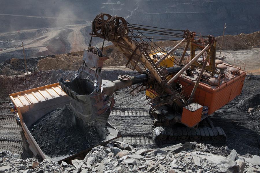 Добыча железной руды на Глееватском карьере Центрального ГОКа