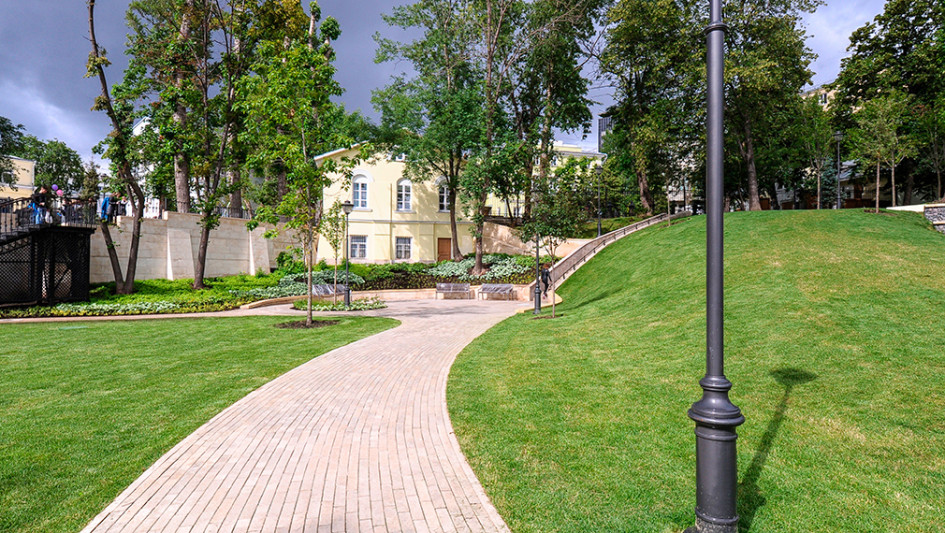 Парк в Большом Спасоглинищевском переулке Басманного района