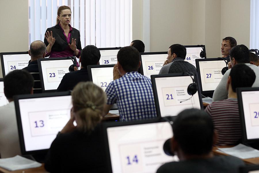 Оформление трудовых патентов в миграционном центре