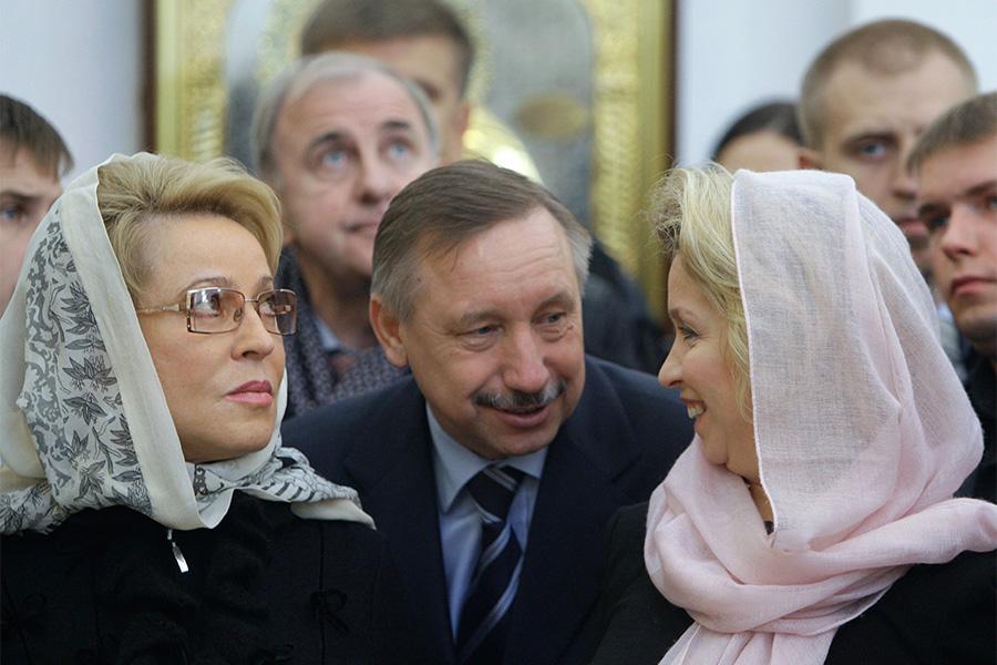 Валентина Матвиенко, Александр БегловиСветлана Медведева (слева направо)