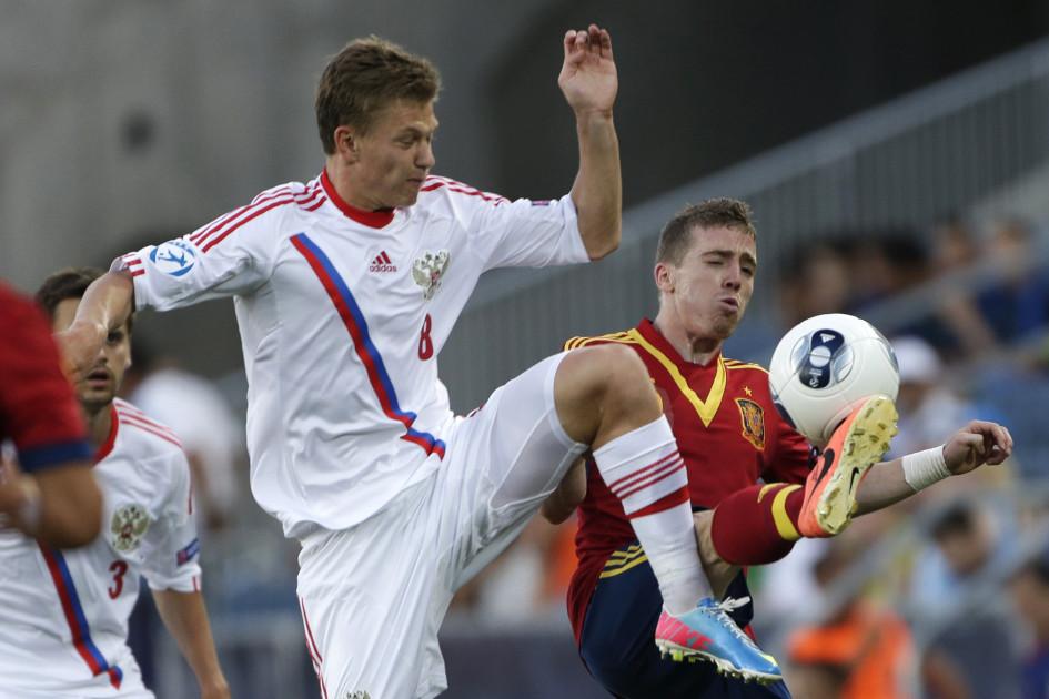 Футболист молодежной сборной России Олег Шатов