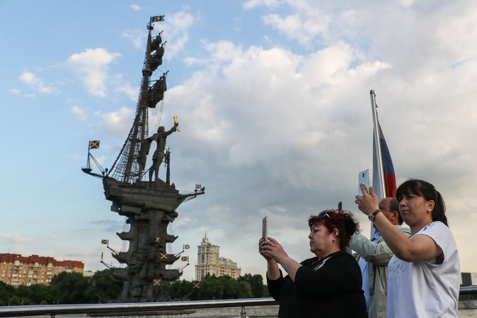 Памятник Петру I скульптора Зураба Церетели на Москве-реке